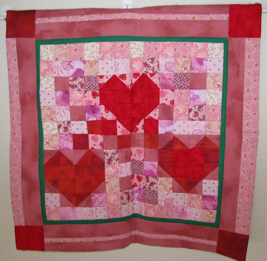Free Quilt Patterns With Hearts : Moonlight Quilts Free Valentines Day Quilt Pattern